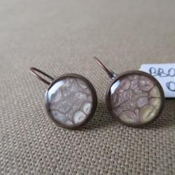 Boucles d'oreilles dormeuses décor résine BBO002008