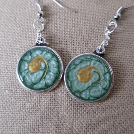 Boucles d'oreilles médaillon customisé résine BBO001004