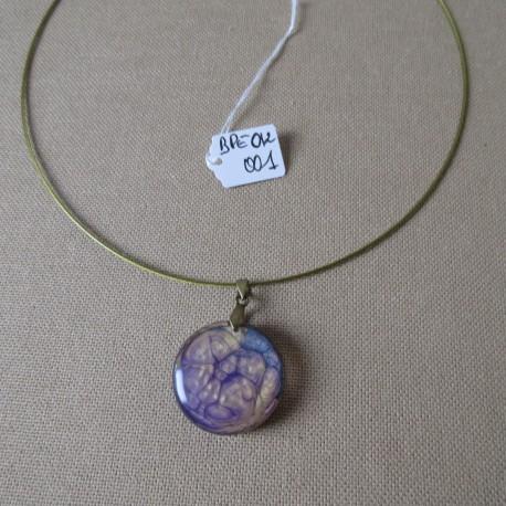 Pendentif résine rond peinture à effet sur câble kaki doré BPEO012001
