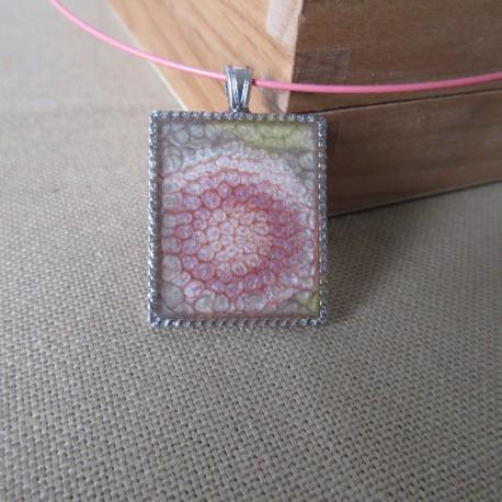 Pendentif métal rectangulaire peinture à effet et résine cristal BPE004014
