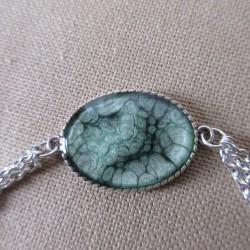 Bracelet artisanal résine sur chaîne trois rangs montée main anneaux soudés BBR002001