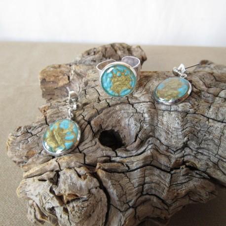 Parure boucles d'oreilles médaillon sur clou et bague anneau large réglable résine et peintures spéciales (BPA002003)