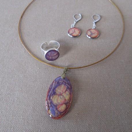 Parure boucles d'oreilles médaillon sur clou et bague anneau large résine et peintures spéciales (BPA003001)