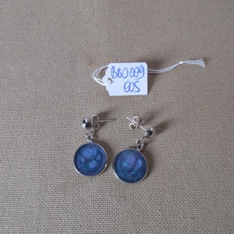 Boucles d'oreilles argentées montées sur clou décor résine BBO009005