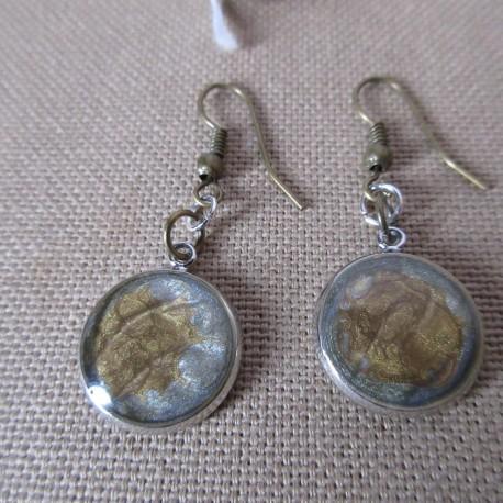 Boucles d'oreilles argentées montées sur crochet laiton décor résine BBO009007