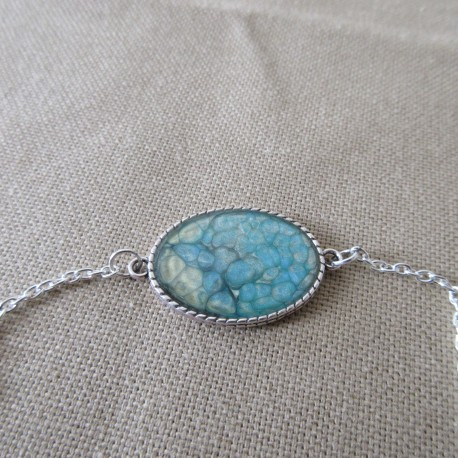 Bracelet artisanal résine sur chaîne montée main anneaux soudés BBR001002