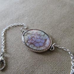 Bracelet artisanal résine sur chaîne montée main anneaux soudés BBR001005