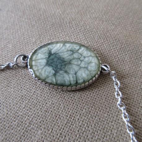 Bracelet artisanal résine sur chaîne montée main anneaux soudés BBR001007
