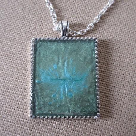 Pendentif métal rectangulaire peinture à effet et résine cristal BPE004005