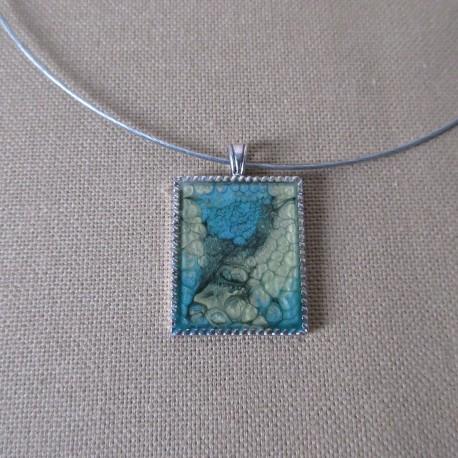 Pendentif métal rectangulaire peinture à effet et résine cristal BPE004008